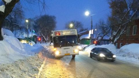 Пассажирский автобус на спуске потерял колесо