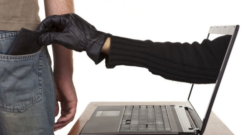 Двух молодых людей подозревают в хищении у саратовца через интернет более 16 тысяч рублей