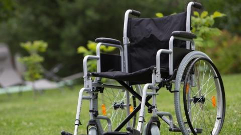 Минсоцразвития принудили выплатить поставщику инвалидных колясок 1,3 миллиона рублей
