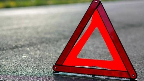 Шесть человек ранены в аварии с тремя машинами и маршруткой