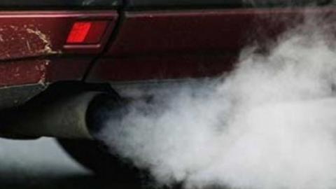 16-летняя девушка насмерть отравилась в машине выхлопными газами