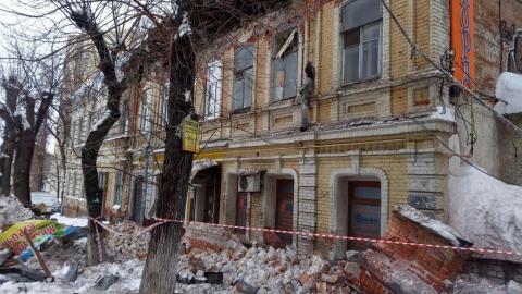 """Продавщицу магазина в рухнувшем """"доме Деникина"""" вывел на улицу спасатель"""