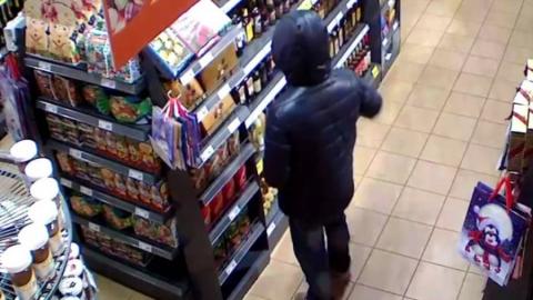 Рецидивиста задержали за кражу 60 плиток шоколада из магазина