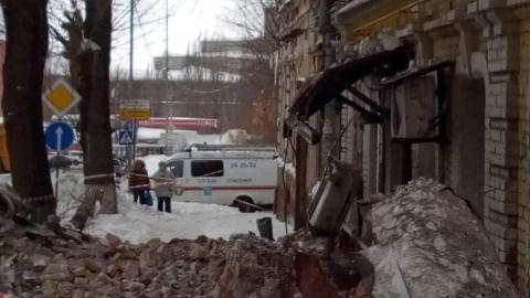 На крышу разваливающегося дома загонят рабочих