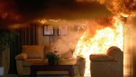 Из-за пожара в многоэтажке эвакуировали 14 человек