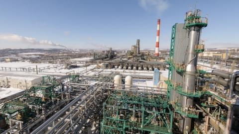 Саратовский НПЗ увеличил переработку нефти на 16%