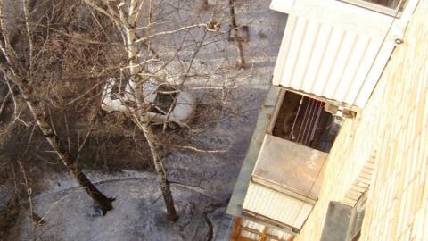 Выпрыгнувшую с шестого этажа с младенцем мать обвинили в попытке убить ребенка