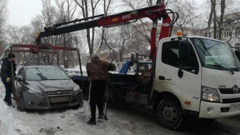 В Саратове началась массовая эвакуация машин