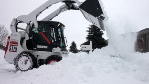 Снегоуборщик на тротуаре сбил насмерть 82-летнюю женщину