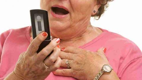 Пенсионерка отдала 25 тысяч и золотые украшения телефонному мошеннику