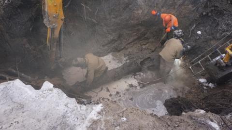 На водоводе по улице Одесской удаляют поврежденный участок