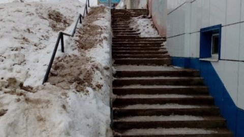 """Заваленный снегом пандус не очистили, но """"направили заявку"""""""