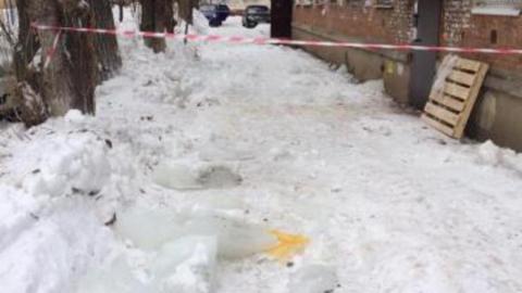 Жителя Энгельса убило глыбой льда. Названа управляющая компания, отвечавшая за дом