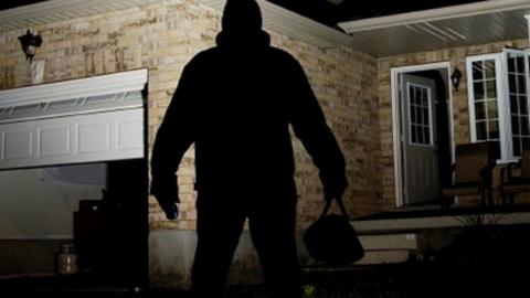 Вышедший 10 дней назад с зоны рецидивист ограбил 13-летнего подростка
