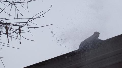 В Пугачеве под тяжестью снега обрушилась кровля дома