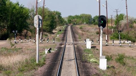 Закрывается железнодорожный переезд