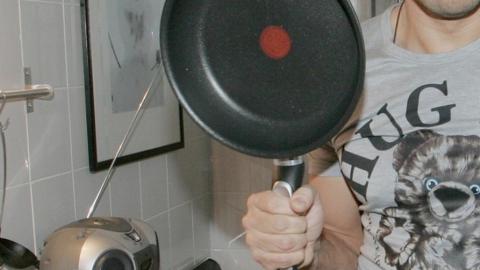 Мужчину подозревают в убийстве приятеля сковородой и поджоге тела