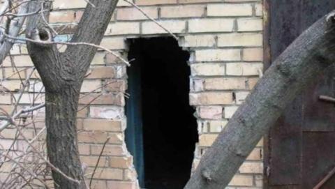 Преступник проломил стену гаража ради четырех велосипедов, телевизора и сварочного аппарата