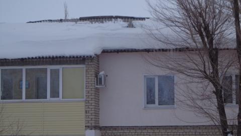 Под завалами снега обрушилась крыша дома