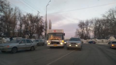 "Автобус догнал ""пятнадцатую"" возле аэропорта"