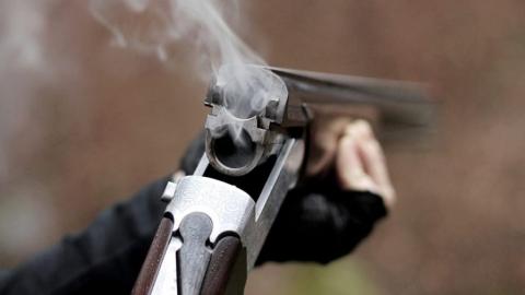 Муж случайно отстрелил жене три пальца