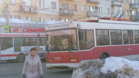 На Привокзальной площади сломался троллейбус