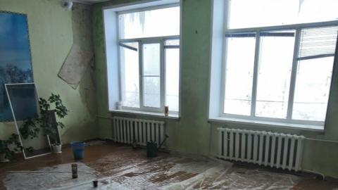 В школе протекли потолки и отвалились полы