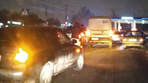 Такси и микроавтобус столкнулись на дороге