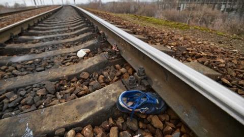 Поезд насмерть задавил мужчину, который не отходил от путей