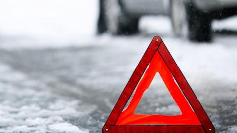 В тройной аварии ранены два водителя и 88-летняя пассажирка