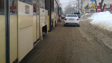 Остановился трамвайный маршрут, еще три сокращены