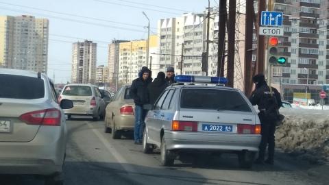 """Полицейская машина догнала """"Хендэ Сонату"""" на светофоре"""