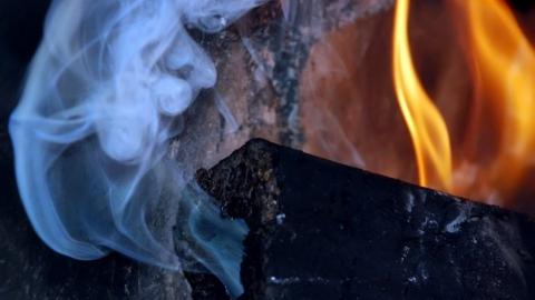 Ночью две женщины и мужчина отравились угарным газом