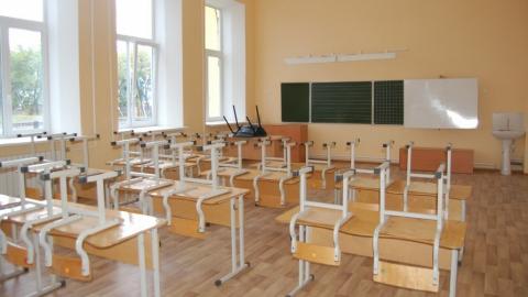 Учеников школы незаконно устроили уборщиками кабинетов