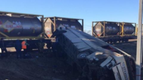 Водитель автобуса, врезавшийся в поезд и погубивший пять человек, получил срок