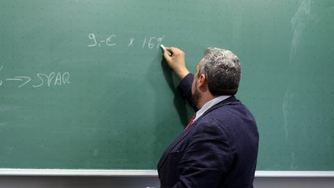 Названы города и районы с самыми высокими учительскими зарплатами