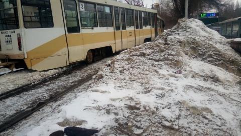 Остановились два троллейбусных и один трамвайный маршрут