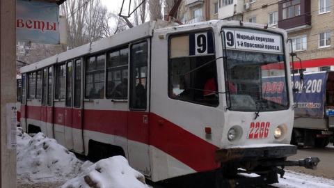 Саратовцы жалуются на давку в трамваях