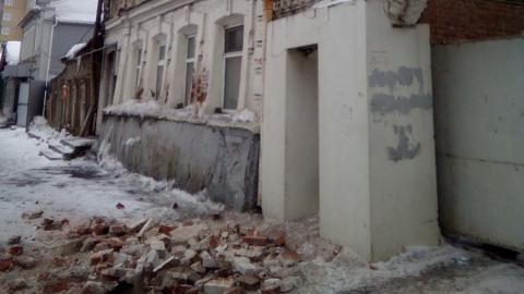 Ремонт дома с рухнувшими кирпичами на улице Кутякова планируется весной-летом