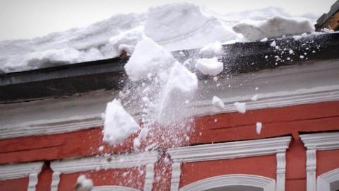 Раненая упавшим с крыши снегом пенсионерка получила травмы средней тяжести