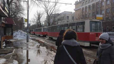 Столкнувшиеся в центре Саратова машины перекрыли трамвайные пути