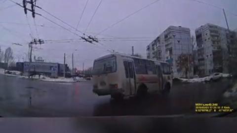Автохам на автобусе грубо нарушил сразу несколько правил. Видео