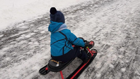 Водитель сбил четырехлетнего мальчика, вылетевшего на дорогу на снегокате