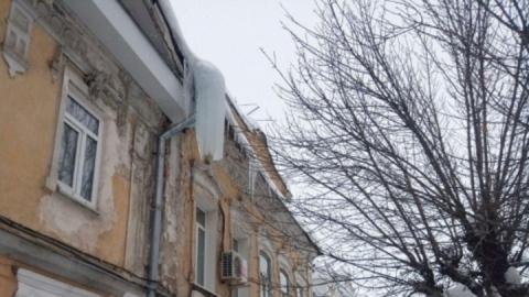 За травмы двух женщин, которых ранило глыбой льда, ответят владельцы здания