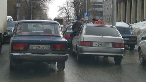 """Машина """"Алло такси"""" въехала в Daewoo Nexia"""