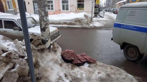 В центре Саратова умер пожилой мужчина