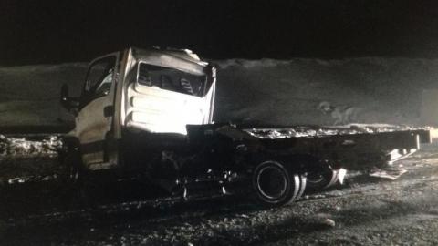 На трассе столкнулись два грузовика и легковушка