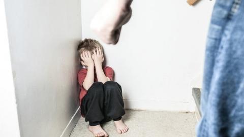 Мать обвиняют в избиении 10-летнего сына