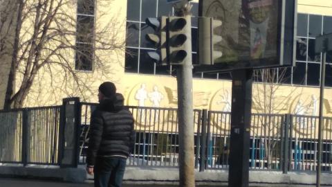На перекрестке в центре Саратова отключились все светофоры