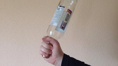 Хозяина дома забили бутылками по голове